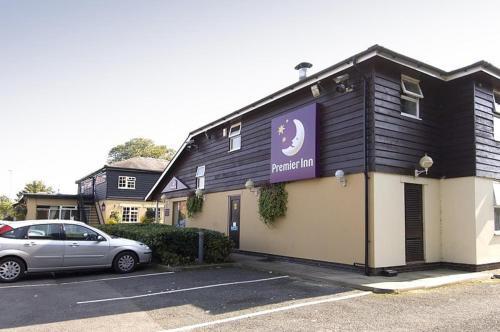 Premier Inn Cheltenham West