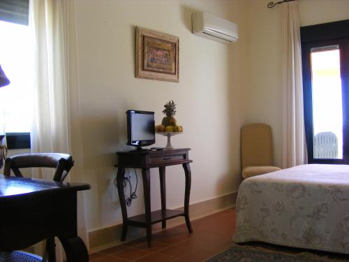 Double or Twin Room with Balcony and Sea View Hotel Sindhura 5