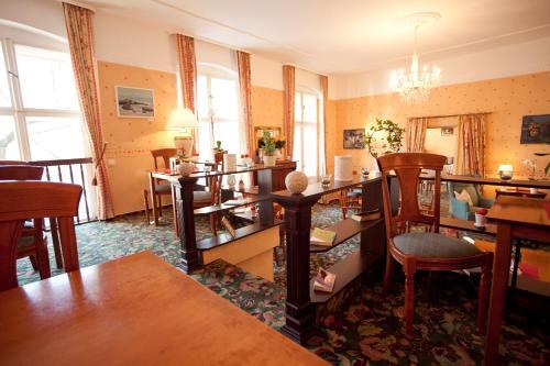 Kult-Hotel Auberge photo 32