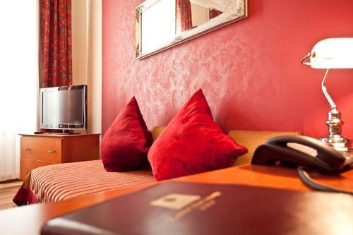Kult-Hotel Auberge photo 6