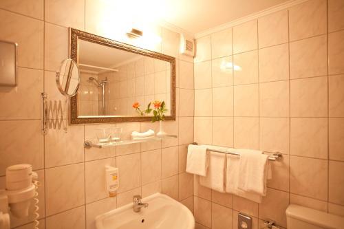 Kult-Hotel Auberge photo 34