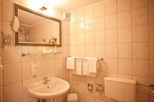 Kult-Hotel Auberge photo 7