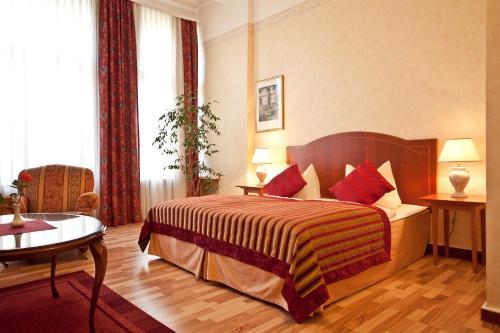 Kult-Hotel Auberge photo 36