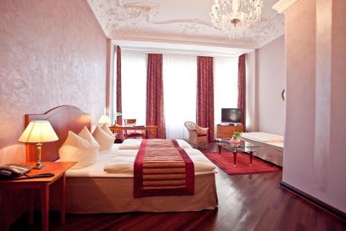 Kult-Hotel Auberge photo 39