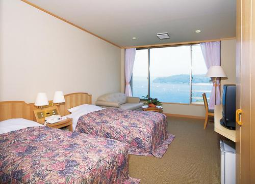 Twin Room with Private Bathroom and Sea View - Non-Smoking