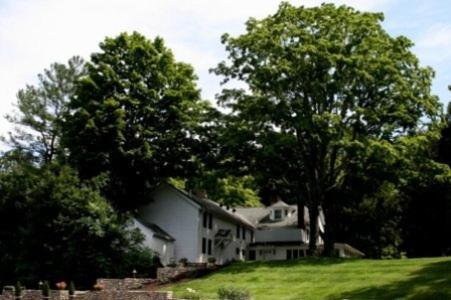 Photo of Longwood Country Inn Hotel Bed and Breakfast Accommodation in Woodbury Connecticut