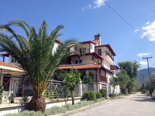 Menis Haus, Vrasná