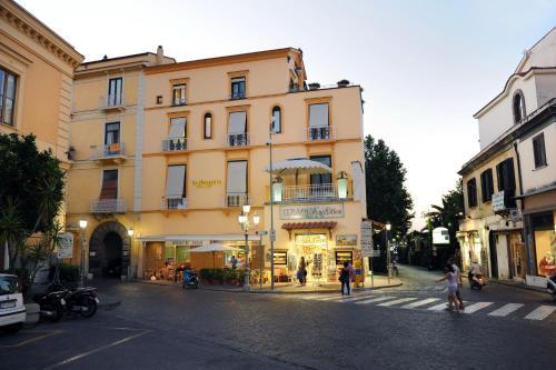 Отель La Piazzetta Guest House 0 звёзд Италия