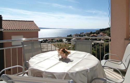 Two-Bedroom Apartment with Sea View in Stanici