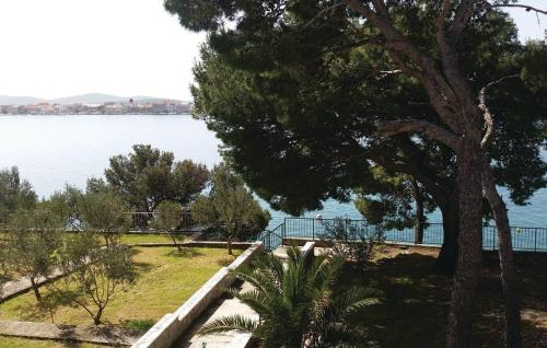 Three-Bedroom Apartment with Sea View in Brodarica