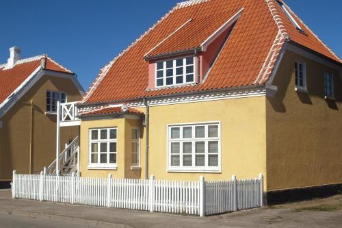 Three-Bedroom Apartment Østre 03