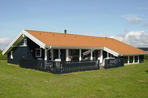 Five-Bedroom Holiday Home Nordsøvej with a Sauna 01