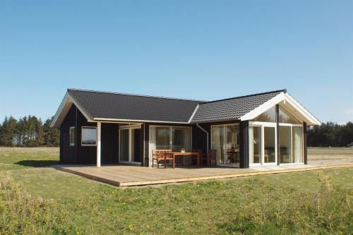 Three-Bedroom Holiday Home Hunderup 01