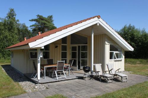 Three-Bedroom Holiday Home Birkeskellet 08