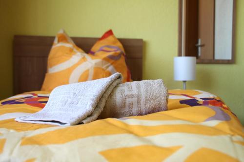 pensionen rostock. Black Bedroom Furniture Sets. Home Design Ideas