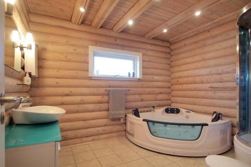Three-Bedroom Holiday Home Hansavej 03