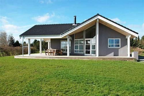 Three-Bedroom Holiday Home Rørsangervænget 01