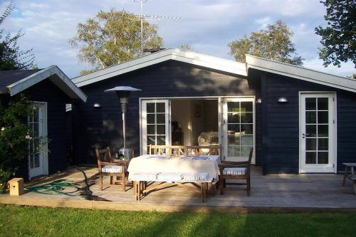 Three-Bedroom Holiday Home Duevej 01