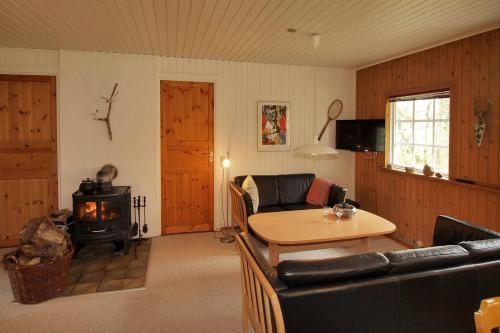 Three-Bedroom Holiday Home Ellekrogen 05