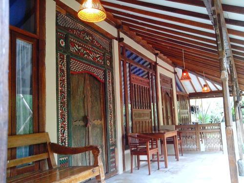 A Hotel Com Sapulidi Cafe Gallery Resort Holiday Park Lembang