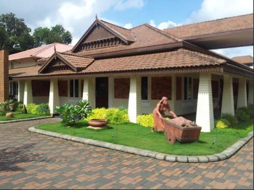 Eastend Clayhouse Chalakudy