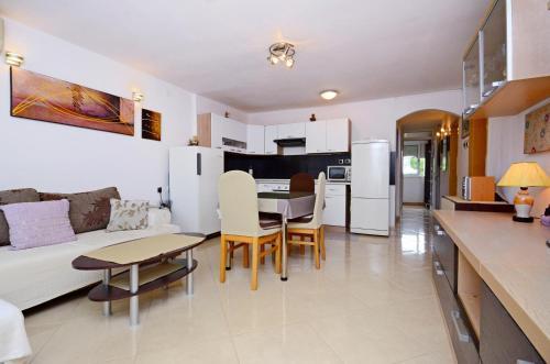 Apartment Diamar
