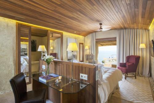 Habitación Doble Deluxe con vistas al mar Cap Rocat 6
