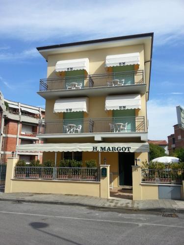 Hotel Margot front view