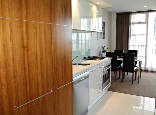 Adelaide DressCircle Apartments - North Terrace photo 14