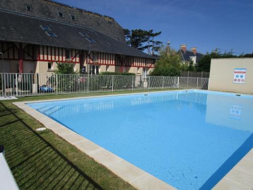 Duplex avec jardin piscine bord de mer