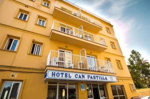 Hotel Amic Can Pastilla front view