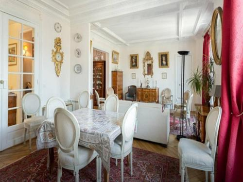 Parisian Flat In The Chic 15Th - 0