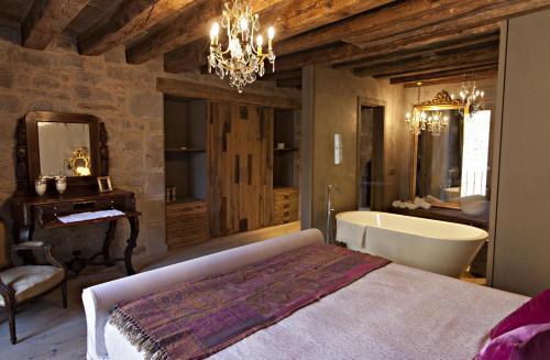 Superior Room La Vella Farga Hotel 4