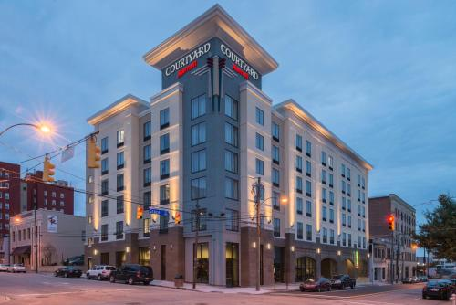 courtyard by marriott wilmington downtown historic. Black Bedroom Furniture Sets. Home Design Ideas