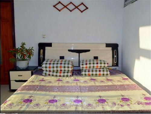 Single Bed in Double Room