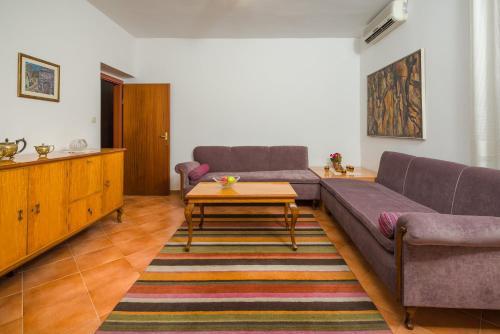 Baoli Apartment