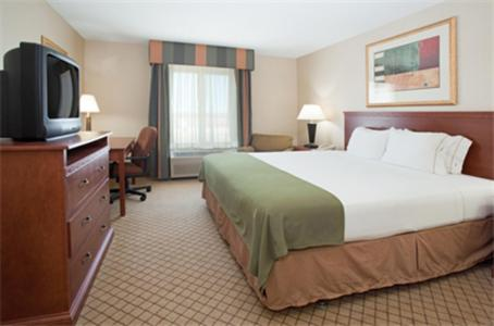 Holiday Inn Express Hotel And Suites Garden City