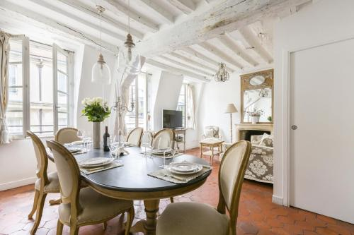 Luxury and Bright Two-Bedroom Apartment Ile Saint-Louis - 1