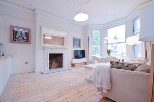 Luxury designer flat Holland Park
