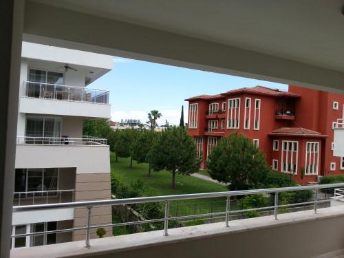 Apartament - pe 2 nivele (Apartment - Split Level)
