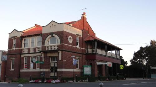 The Bank B & B West Wyalong