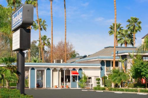 Picture of Travelodge Bakersfield