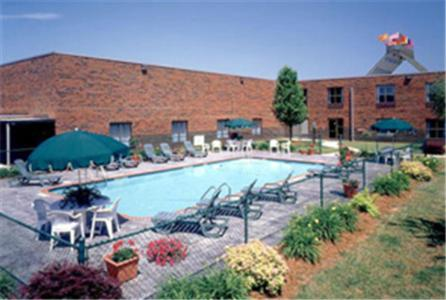 Photo of Gateway Hotel and Conference Center Hotel Bed and Breakfast Accommodation in Hickory North Carolina