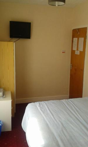 Small Double Room with Shared Toilet
