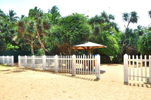 Green Shadows Beach Hotel Kalutara