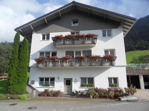 Haus Konzett - Apartment mit 3 Schlafzimmern und Garten
