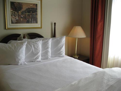 Chisholm Suite Hotel