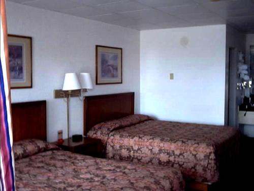 Photo of Town and Country Inn Hotel Bed and Breakfast Accommodation in Rogers Arkansas