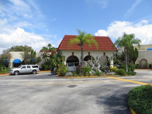 Maingate Lakeside Resort 7769 West Irlo Bronson Memorial