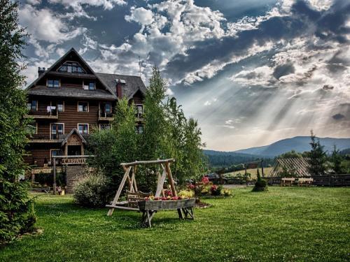 Hotel Carpatia Bieszczadzki Gościniec front view